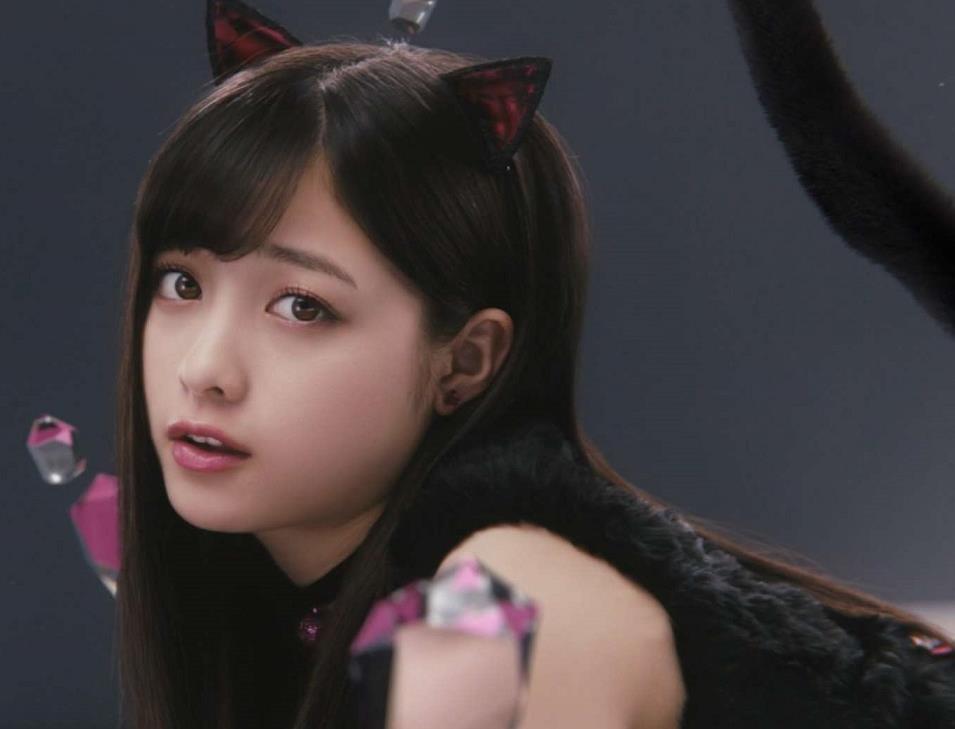 橋本環奈 黒猫コスプレ&網タイツがエロかわいいCMキャプ画像(エロ・アイコラ画像)