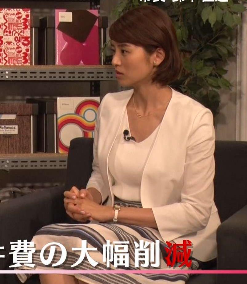 鈴木ちなみ ジャケットのインナーの胸元がエロいキャプ画像(エロ・アイコラ画像)