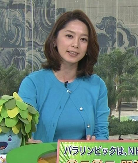 杉浦友紀 カーディガンの着ても巨乳が主張しているキャプ画像(エロ・アイコラ画像)